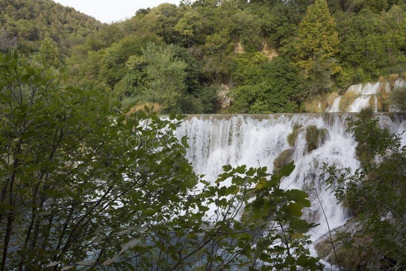 Zadziwiający widok Krka siklaw trhough natura Krka Naturalny park w Chorwacja obrazy royalty free