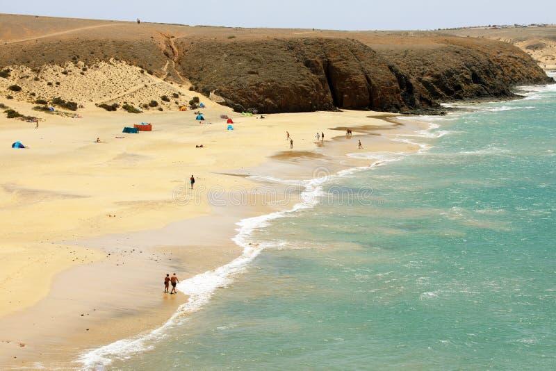 Zadziwiający widok Playas De Papagayo plaże z piasek diunami w Costa Del Rubicon wybrzeżu, Lanzarote, wyspy kanaryjska zdjęcie stock