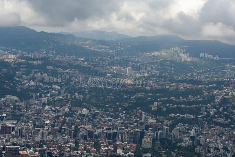 Zadziwiający widok z lotu ptaka miasto Caracas od ikonowej góry kapitał Wenezuela, El Avila Repano lub Waraira zdjęcie royalty free