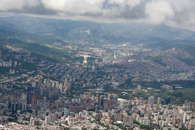 Zadziwiający widok z lotu ptaka miasto Caracas od ikonowej góry kapitał Wenezuela, El Avila Repano lub Waraira zdjęcia stock