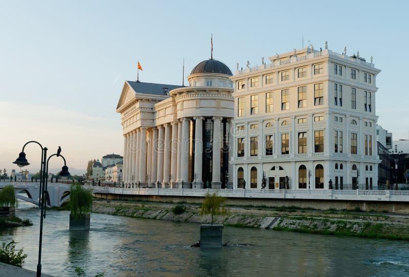 Zadziwiający wschód słońca archeologiczny muzeum Macedonia zdjęcie stock
