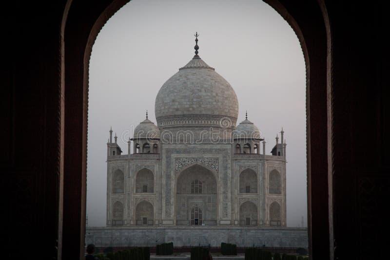 Zadziwiający wschód słońca przy Taj Mahal fotografia stock