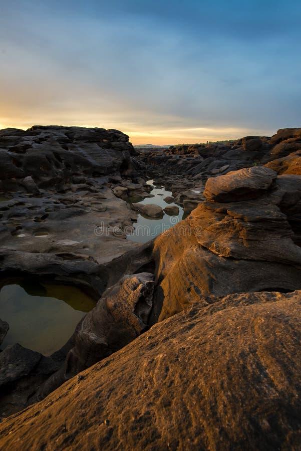 Zadziwiający wschód słońca skały jar, 3000 Bok, Ubonratchathani, Tajlandia zdjęcia royalty free