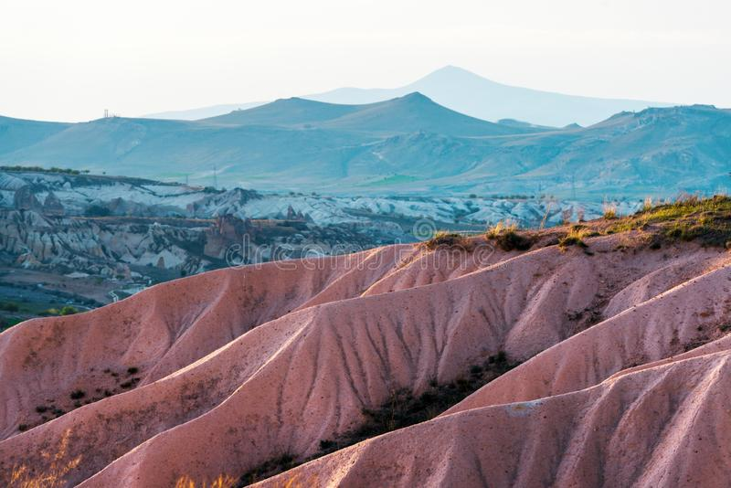 Zadziwiający wschód słońca w Cappadocia górach obrazy stock