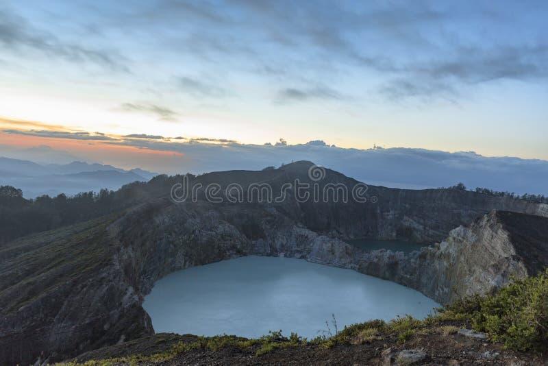 Zadziwiający wschodu słońca widok Kelimutu fotografia stock
