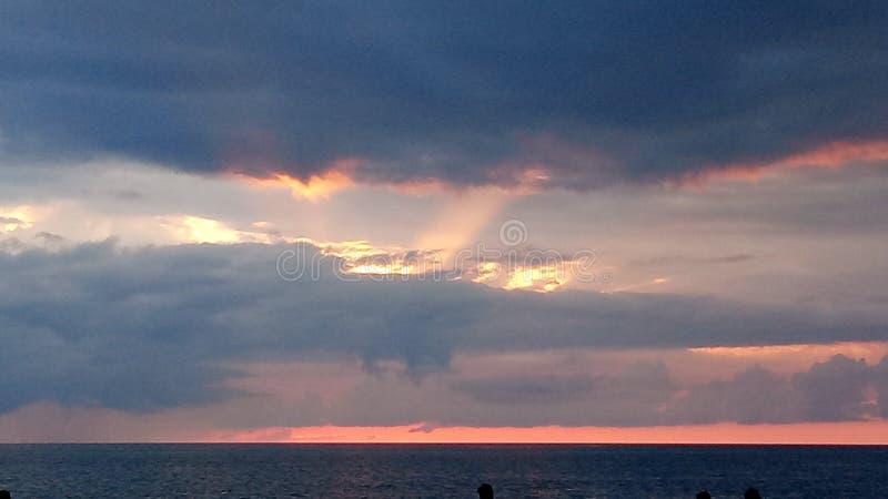 Zadziwiający zmierzch nad morzem fotografia royalty free