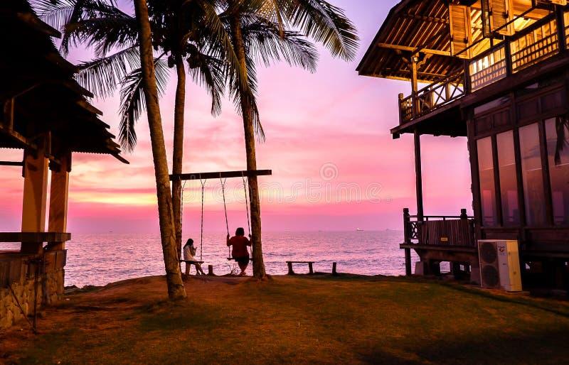 Zadziwiający zmierzch w Coco Cabana plaży w Miri, Sarawak zdjęcia stock