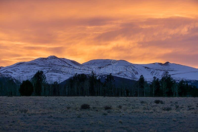 Zadziwiający zmierzch Za górą Sherman, Kolorado zdjęcia royalty free