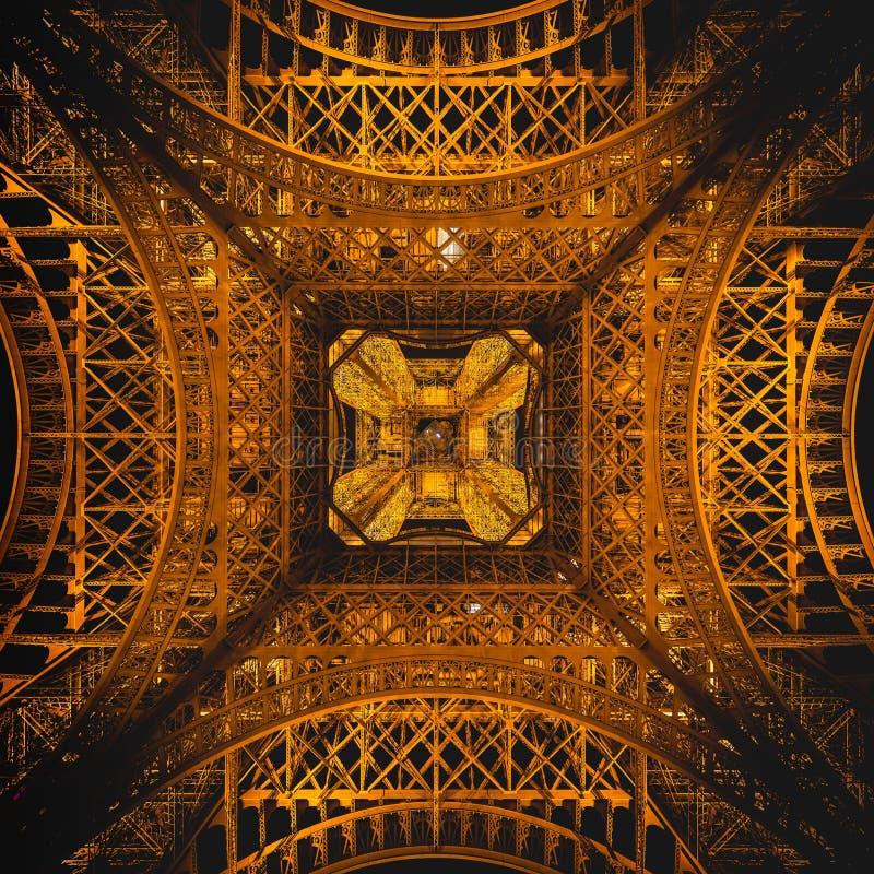 Zadziwiaj?ca symmetric tekstura wie?y eiflej architektura obraz stock