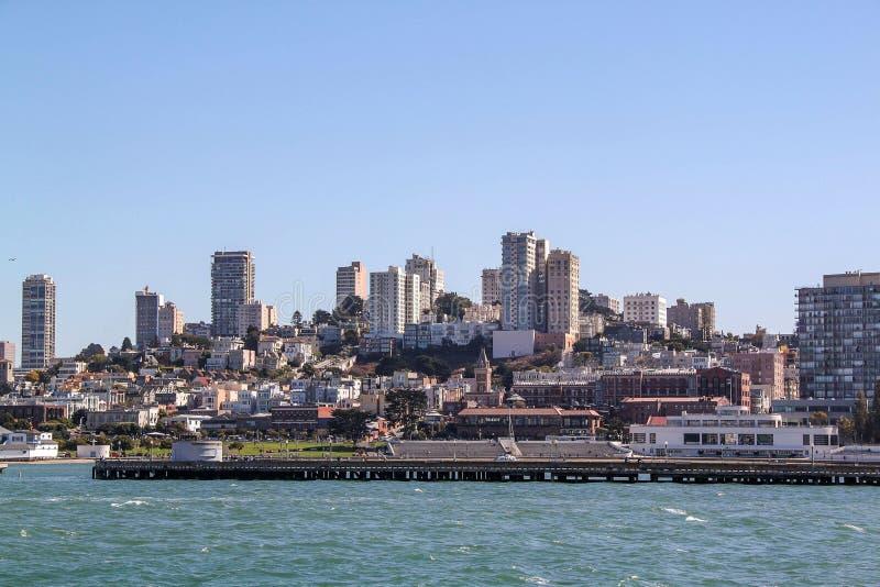 Zadziwiaj?cy widok na San Fransisco, Kalifornia b??kitne niebo t?a Pi?kni t?a obrazy stock