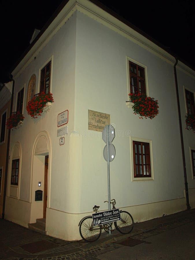 Zagabria, tomaia, città, a, bella, fiore, casa, attraverso, da, segno, chiesa fotografia stock libera da diritti