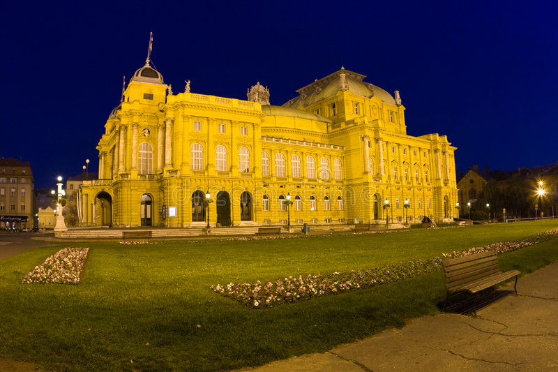Download Zagabria - vecchio teatro fotografia stock. Immagine di vecchio - 7304824