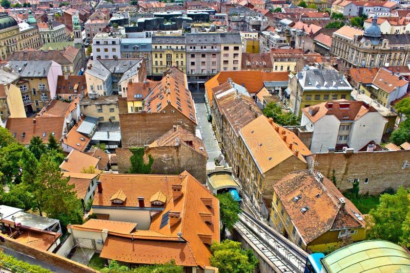 Zagreb - architecture inférieure historique et dessus de toit de ville images libres de droits