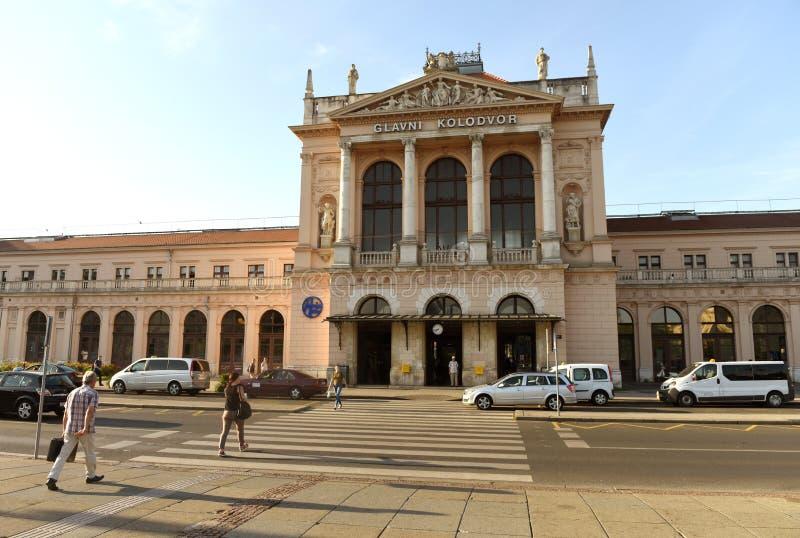 Zagreb, Croácia - 18 de agosto de 2017: Bui principal do estação de caminhos-de-ferro de Zagreb fotografia de stock