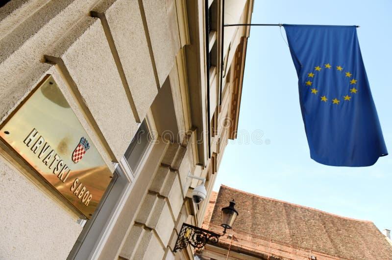 Zagreb, Croacia - 18 de agosto de 2017: La UE señala por medio de una bandera en el Parli croata foto de archivo libre de regalías