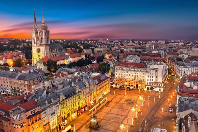 Zagreb Croatia bei Sonnenuntergang Ansicht von oben genanntem von Verbot Jelacic-Quadrat stockfotos