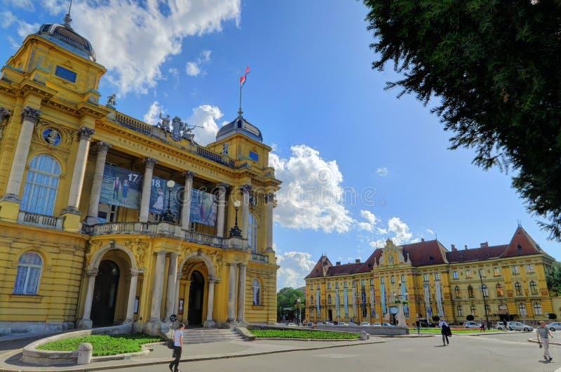 ZAGREB CROATIA 29 Juni 2017: Den kroatiska nationella teatern i Za fotografering för bildbyråer