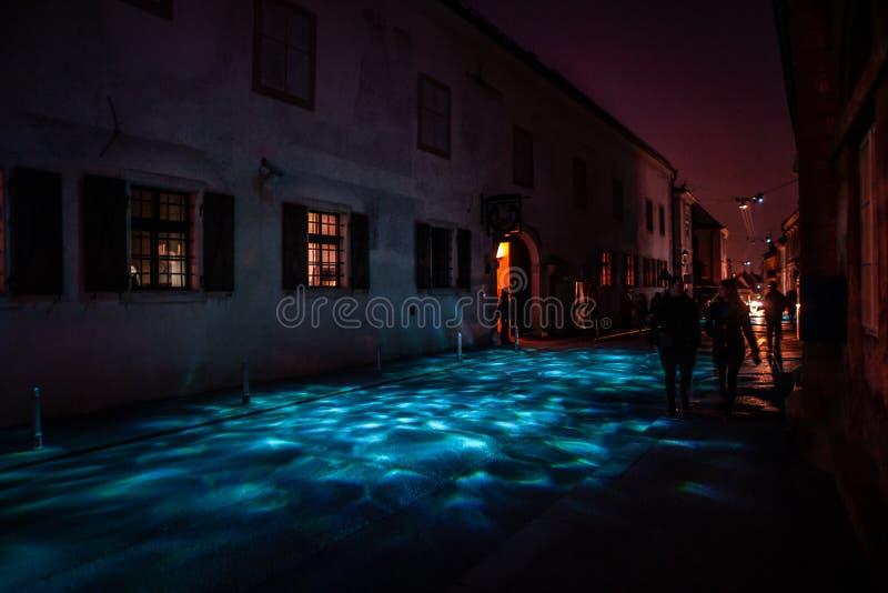 Zagreb, Croatie - mars 2019 : Wrother comme la rue lumineuse au festival de la lumière dans la partie médiévale de la ville de photographie stock libre de droits