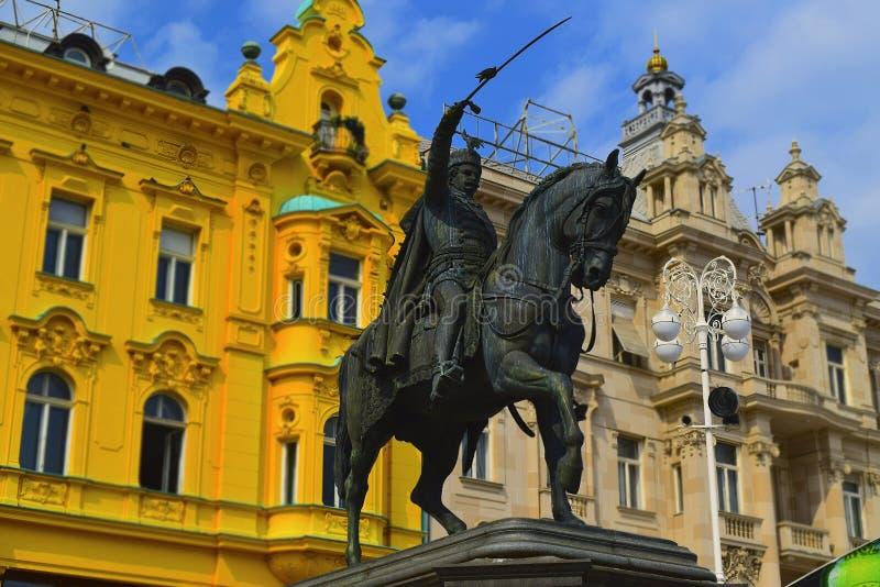 Zagreb fyrkantTrg Bana Jelacica Kroatien arkivbilder