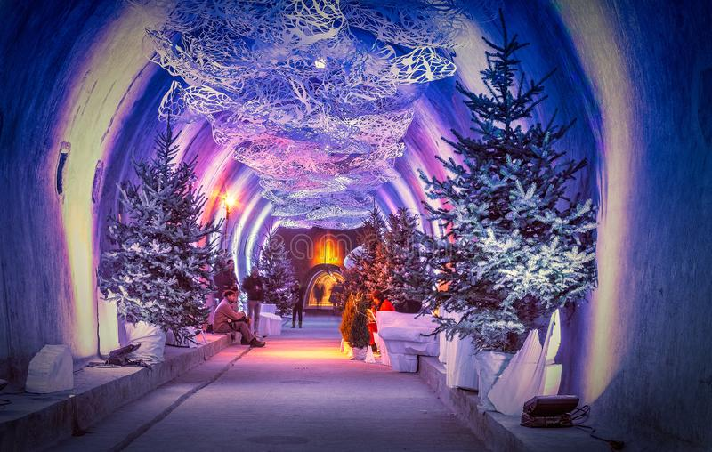 ZAGREB, KROATIË - DECEMBER 20, 2016: De tunnel Gric van Zagreb tijdens Kerstmisvieringen als deel van 'Komst in Zagreb ' royalty-vrije stock afbeelding