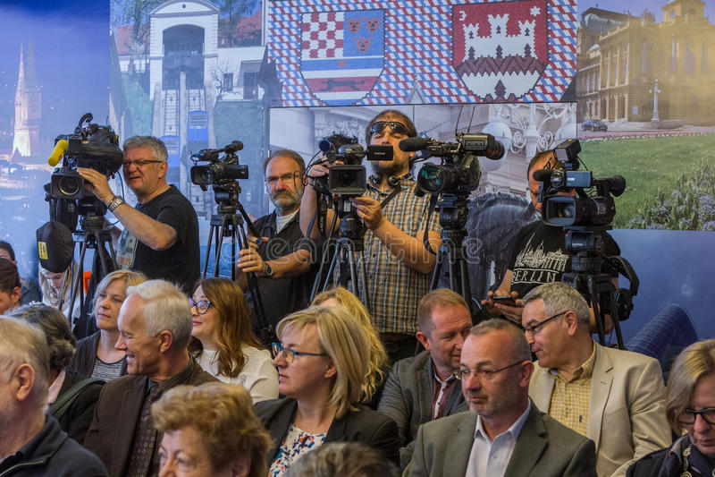 """Zagreb KROATIEN†""""April 3, 2017: Tryck på på Milan Bandic, konferensborgmästare av Zagreb arkivbild"""