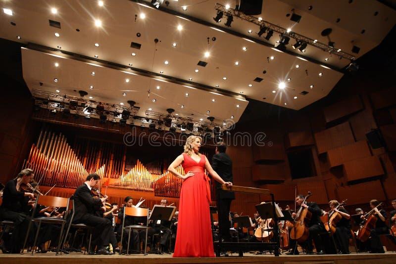 Elina Garanca rymde en konsert i konserthallen Lisinski. royaltyfria bilder