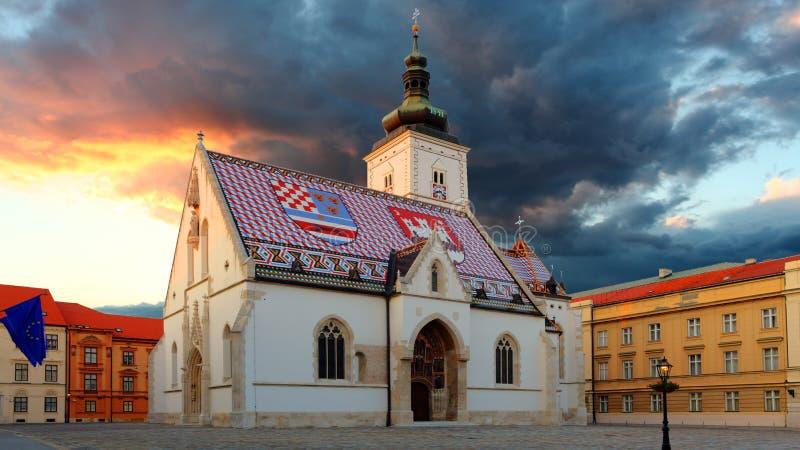 Zagreb kyrka - St Mark royaltyfri bild