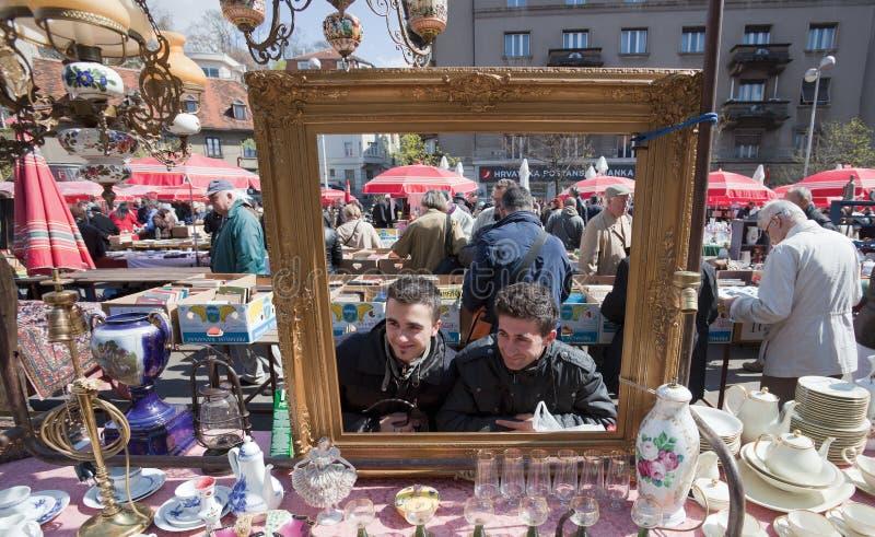 Zagreb loppmarknad arkivbild