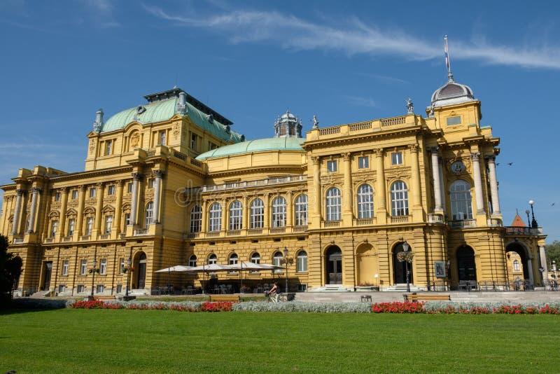 Zagreb, palacio monumental del teatro nacional croata imagen de archivo