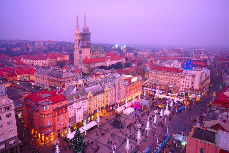 Zagreb vid natten, Kroatien arkivfoto
