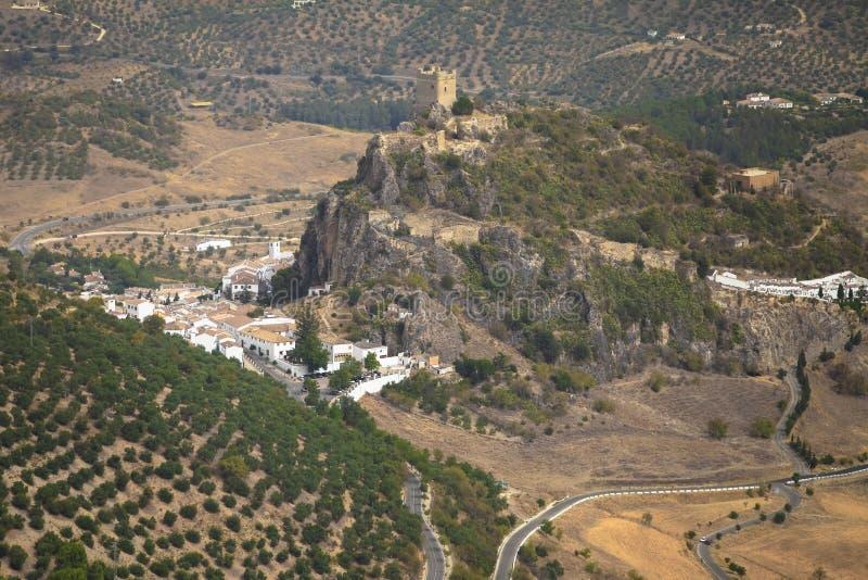 Zahara de la toppig bergskedja slott, CÃ-¡ diz, AndalucÃa, Spanien royaltyfri fotografi