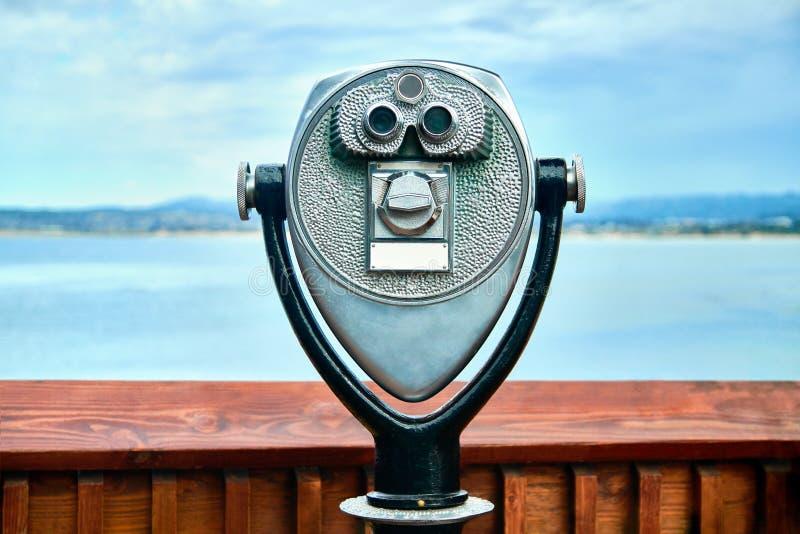 Zahlendes binokulares Teleskop lizenzfreie stockfotos