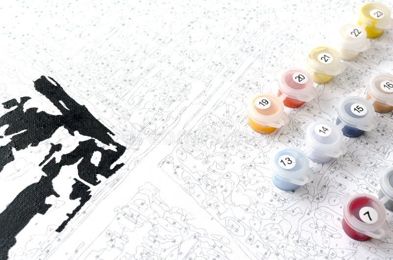 ZahlmalereiFarbsatz und Segeltuch ist gebrauchsfertig stockfotos