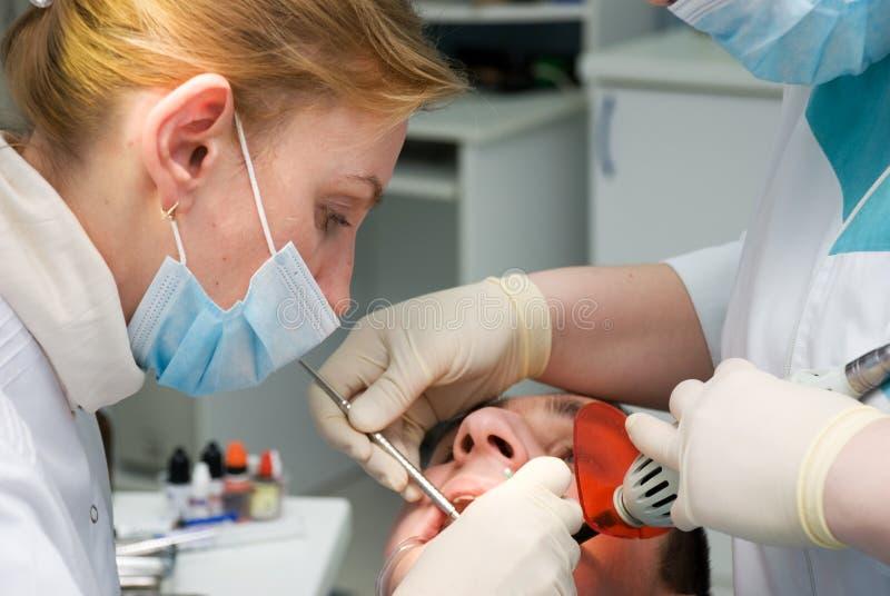 Zahnarzt lizenzfreie stockbilder
