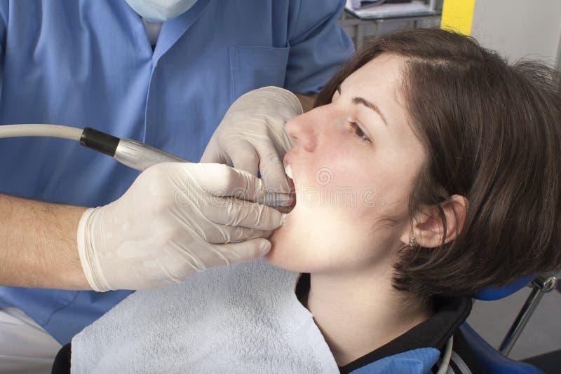Am Zahnarzt stockfoto