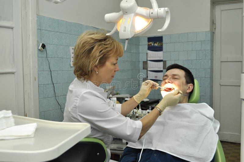 Zahnarzt und Patient stockfoto