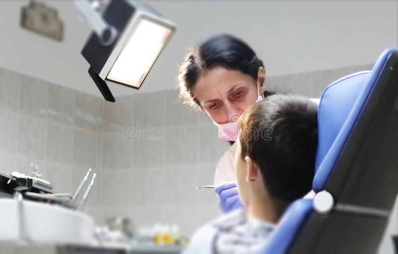 Zahnarztuntersuchung geduldige Zähne Zahnarztbüro stockbild
