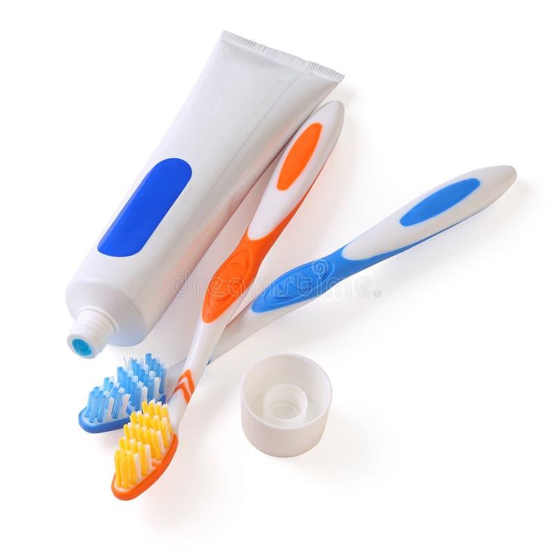 Zahnbürste und Rohr der Zahnpasta stockfotos