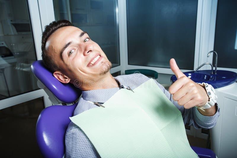 Zahnheilkunde, geduldige Prüfung und Behandlung am Zahnarzt lizenzfreies stockfoto