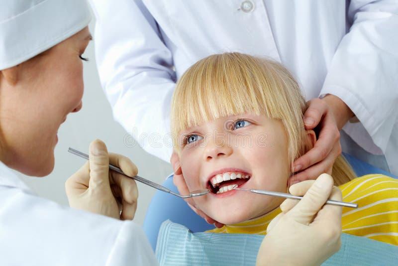 Zahnmedizinische Überprüfung stockbild