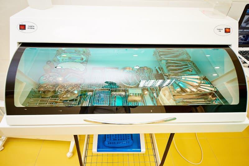 Zahnmedizinische Ausrüstung, Zahnheilkunde, medizinische Geräte für die Behandlung und Wiederherstellung von Zähnen lizenzfreie stockfotografie