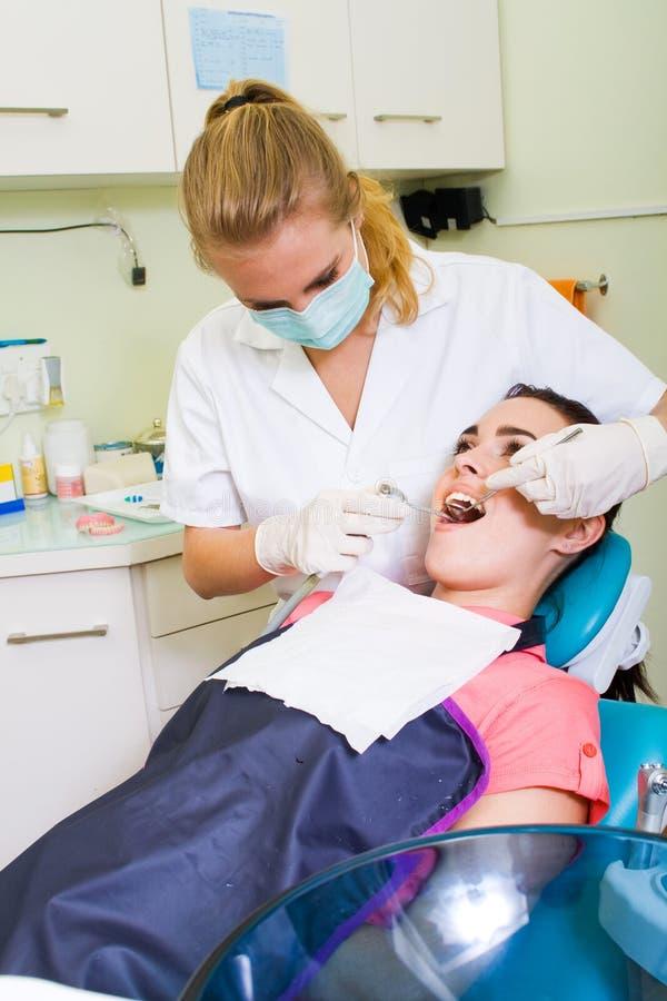 Zahnmedizinische Operation stockbild