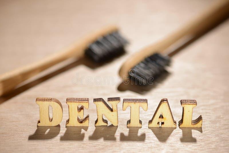 Zahnmedizinisches hölzernes Wort lizenzfreie stockfotos