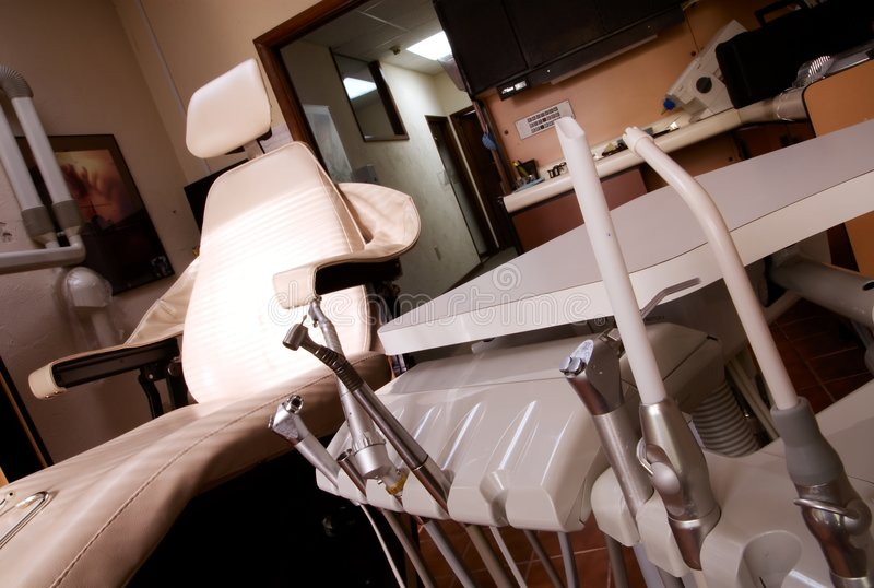 Zahnmedizinisches Hilfsmittelbohrgerät und -stuhl stockbilder