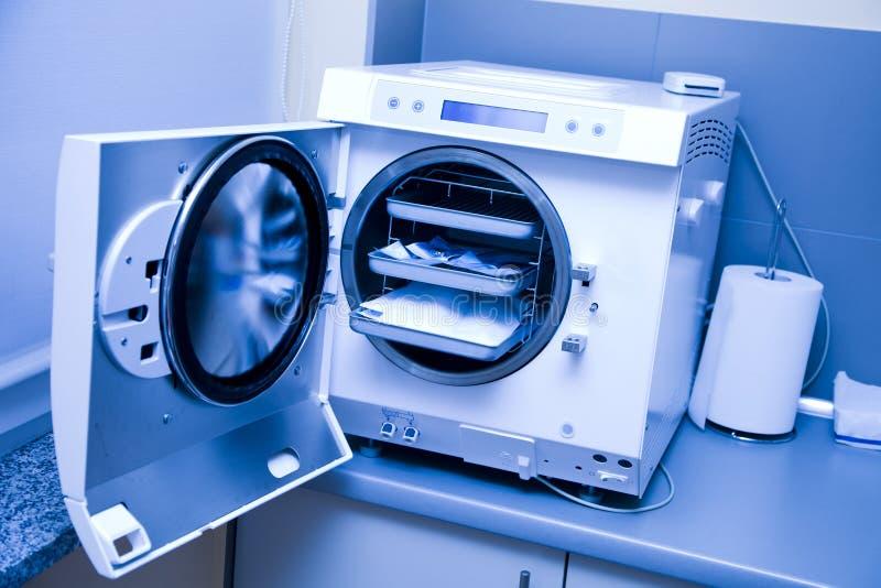 Zahnmedizinisches Material stockbild