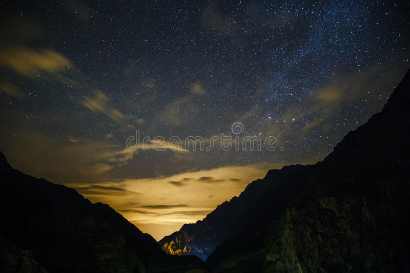 zaili ночи гор горы ландшафта alatau красивейшее стоковое изображение