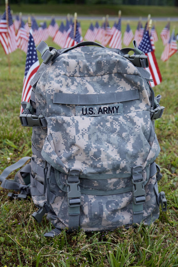Zaino e bandiere americane militari immagini stock libere da diritti