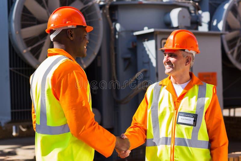 Zakładów energetycznych pracownicy zdjęcie stock