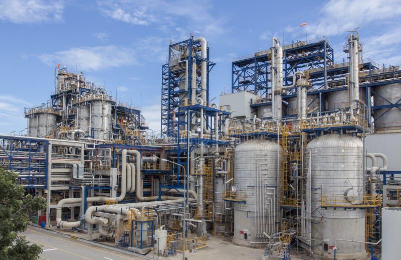Zakładu petrochemicznego dowcipu niebieskie niebo fotografia royalty free