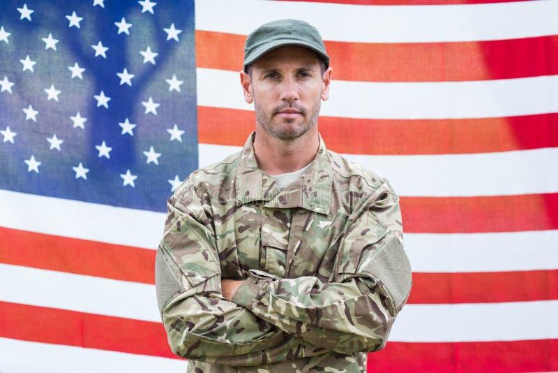 Zakłopotany żołnierz patrzeje kamerę zdjęcie royalty free